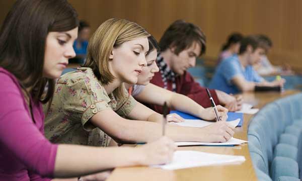 studenty-na-pare-sidyat